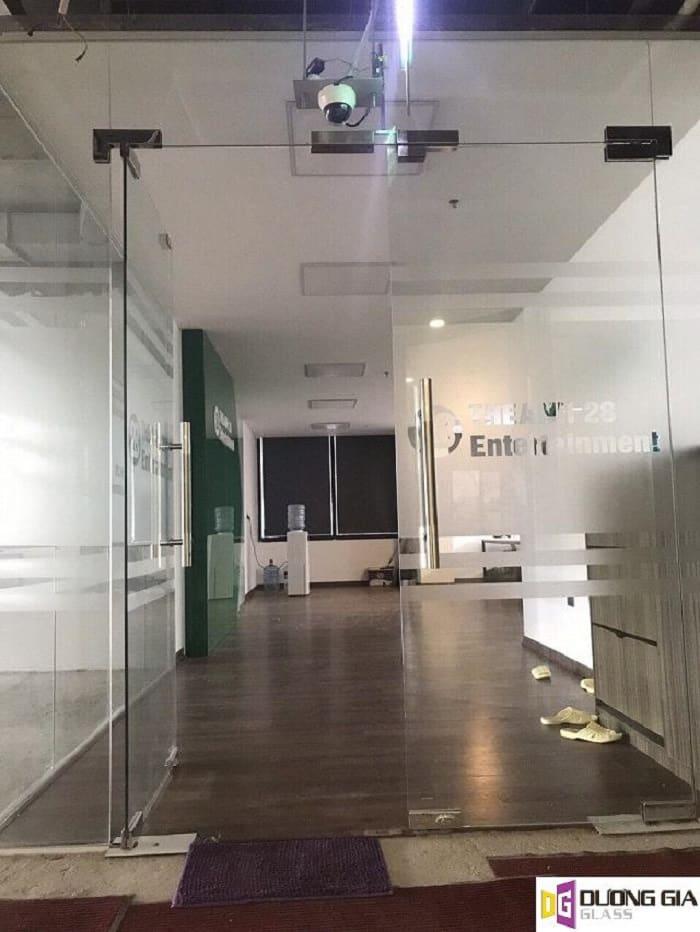 Cửa kính cường lực mẫu 2
