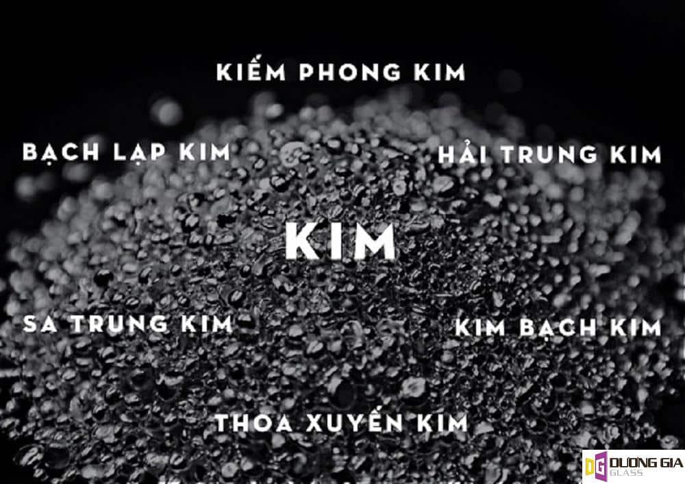 Kính màu ốp bếp cho người mệnh Kim