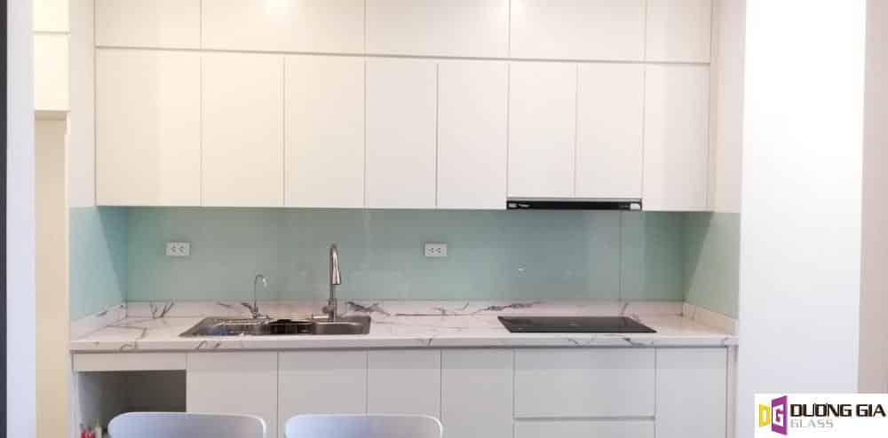 Kính ốp bếp màu trắng xanh mẫu 9