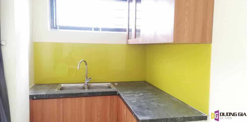 Kính ốp bếp màu vàng chanh mẫu 11