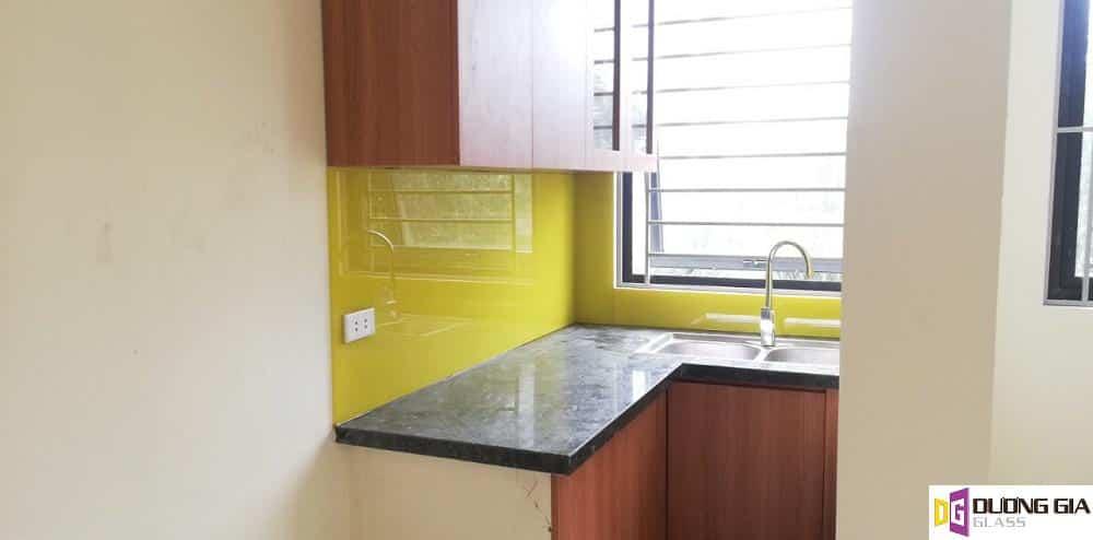 Kính ốp bếp màu vàng chanh mẫu 12