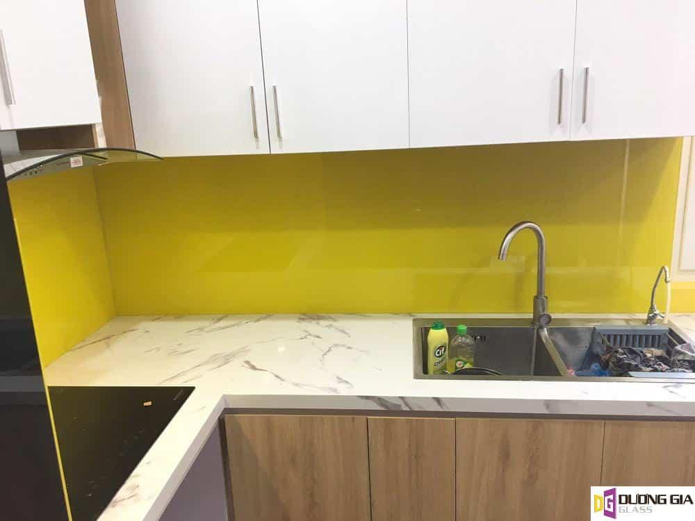 Kính ốp bếp màu vàng chanh mẫu 13