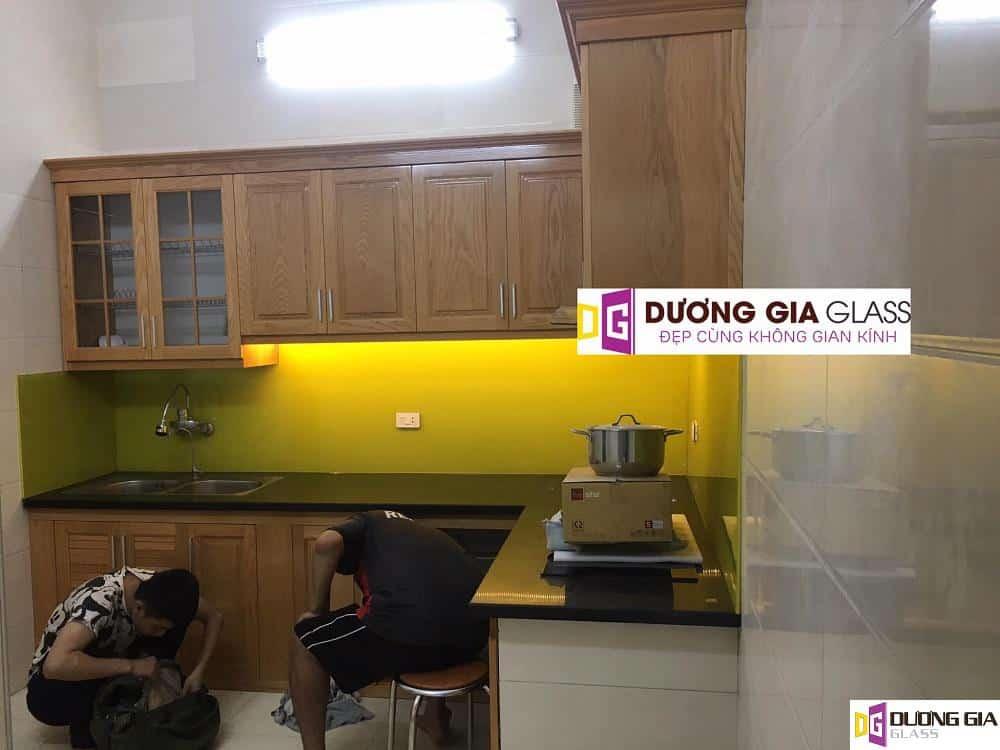 Kính ốp bếp màu vàng chanh mẫu 14