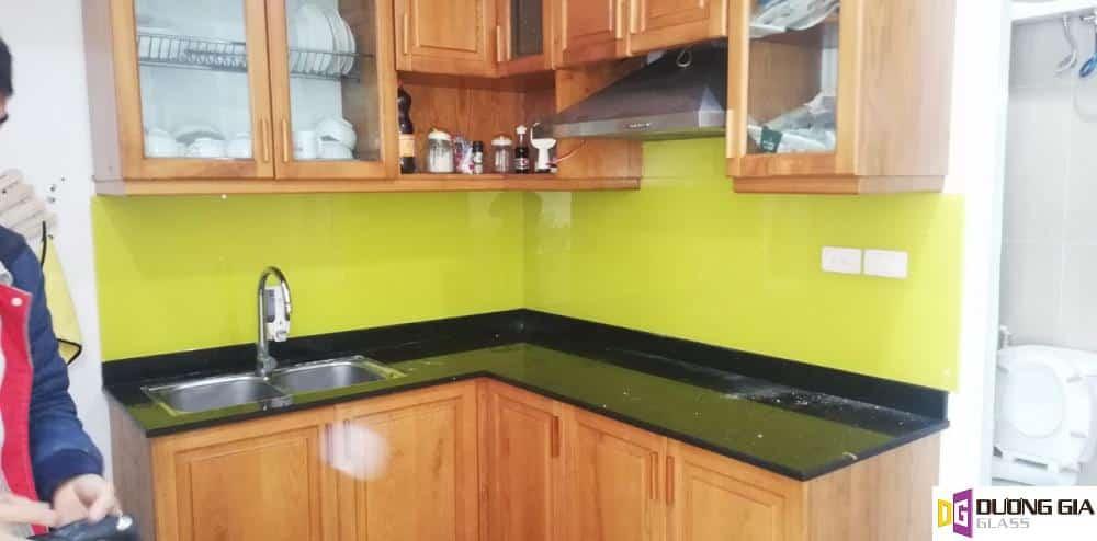 Kính ốp bếp màu vàng chanh mẫu 15