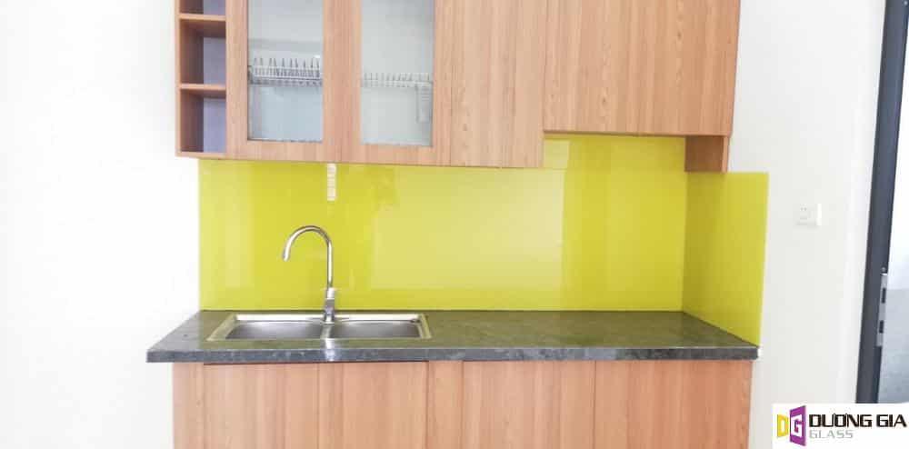 Kính ốp bếp màu vàng chanh mẫu 16