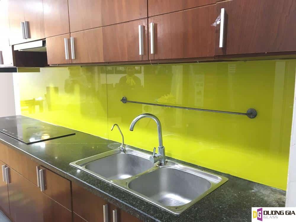 Kính ốp bếp màu vàng chanh mẫu 17
