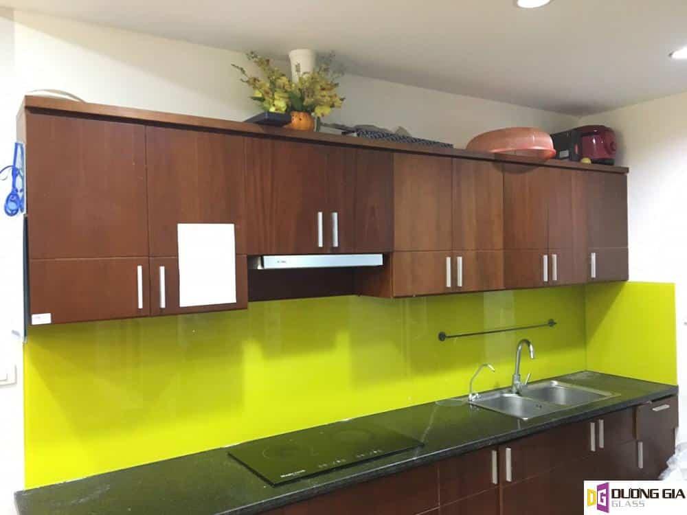 Kính ốp bếp màu vàng chanh mẫu 18