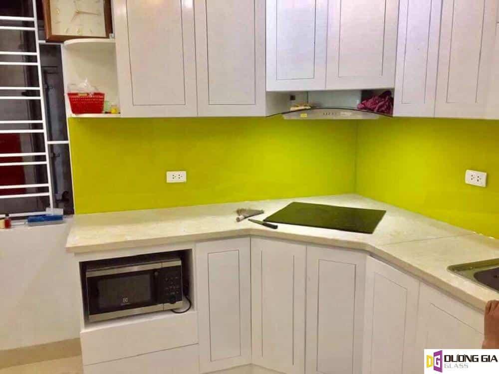 Kính ốp bếp màu vàng chanh mẫu 5