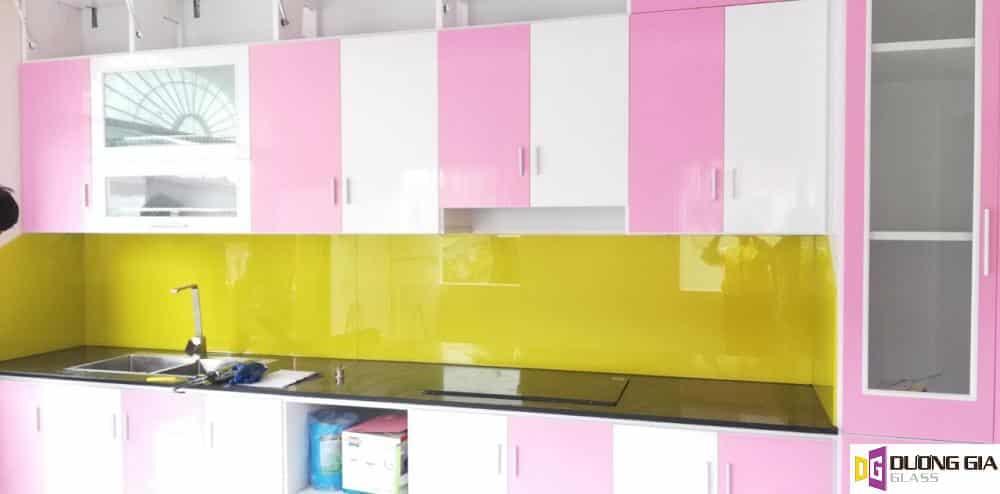 Kính ốp bếp màu vàng chanh mẫu 8