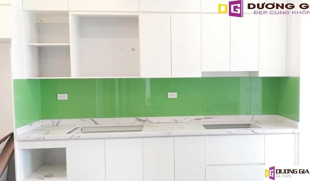 Kính ốp bếp màu xanh cốm mẫu 1