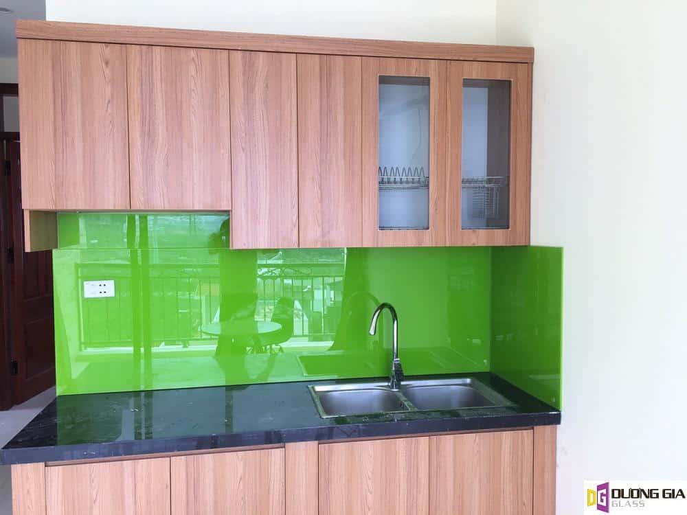 Kính ốp bếp màu xanh lá mẫu 4