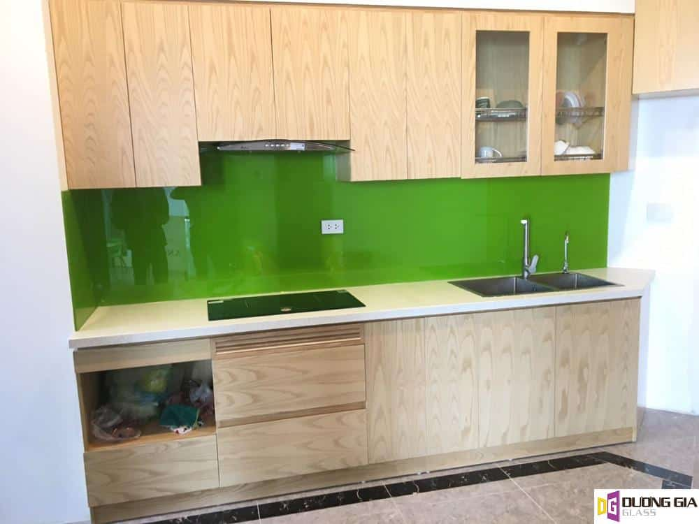 Kính ốp bếp màu xanh lá mẫu 5