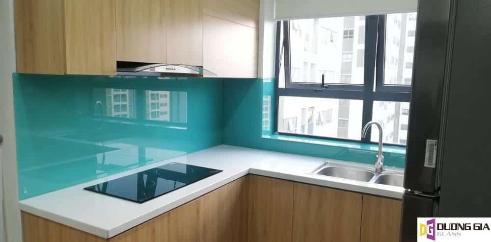 Kính ốp bếp màu xanh ngọc mẫu 5