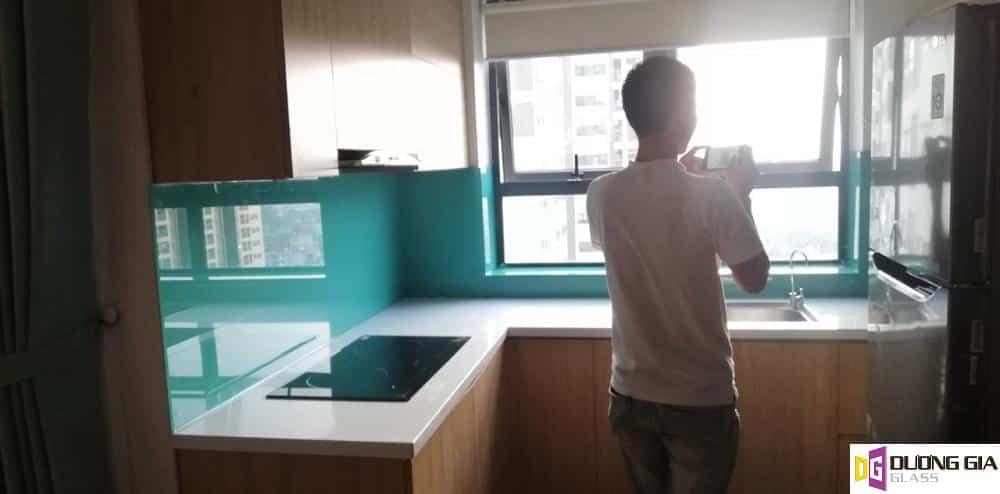 Kính ốp bếp màu xanh ngọc mẫu 7