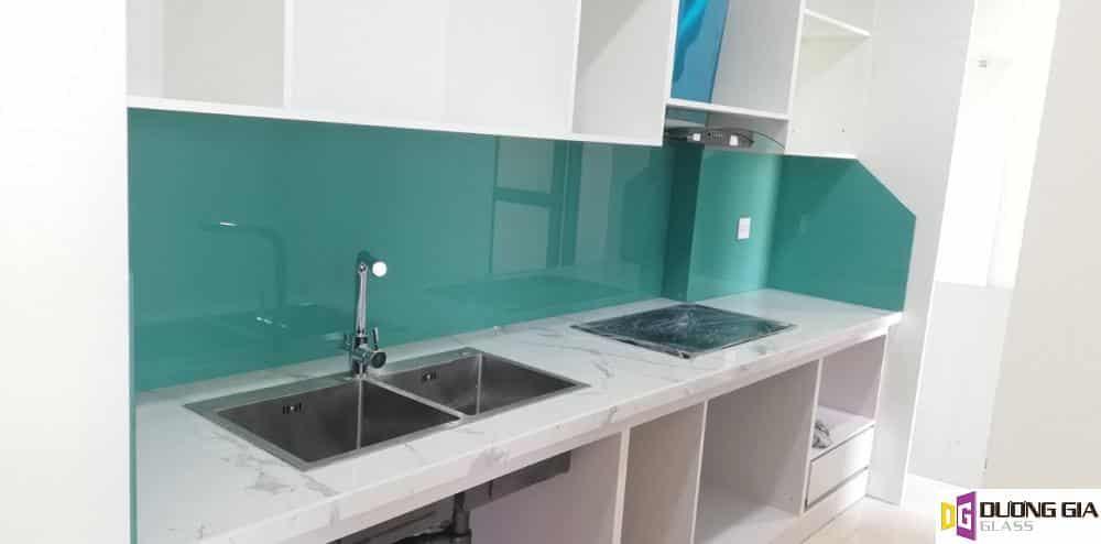 Kính ốp bếp màu xanh ngọc mẫu 8