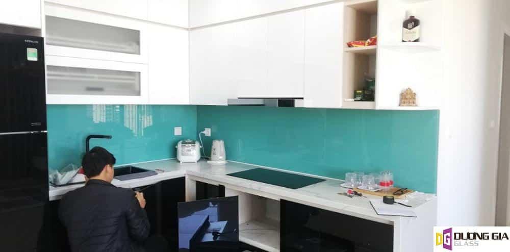 Kính ốp bếp màu xanh ngọc mẫu 9