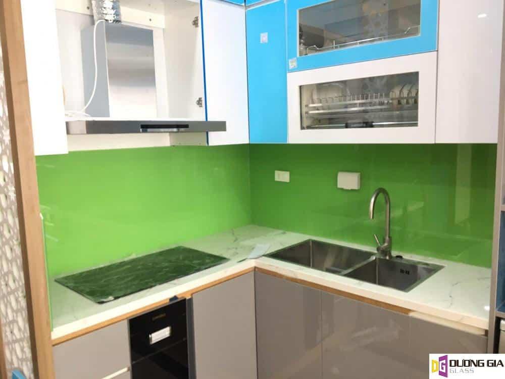 Kính ốp bếp màu xanh non mẫu 2