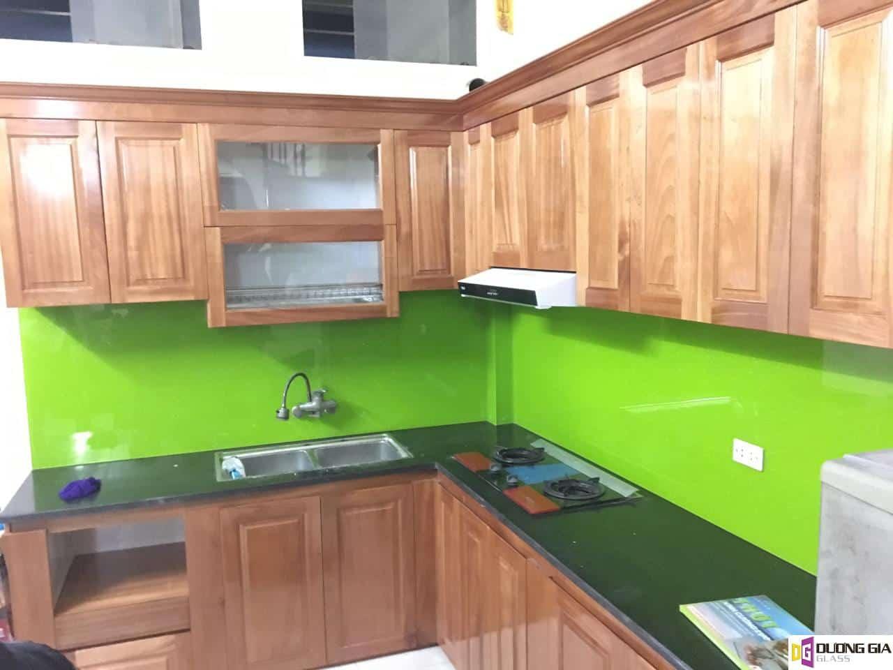 Kính ốp bếp màu xanh non mẫu 5