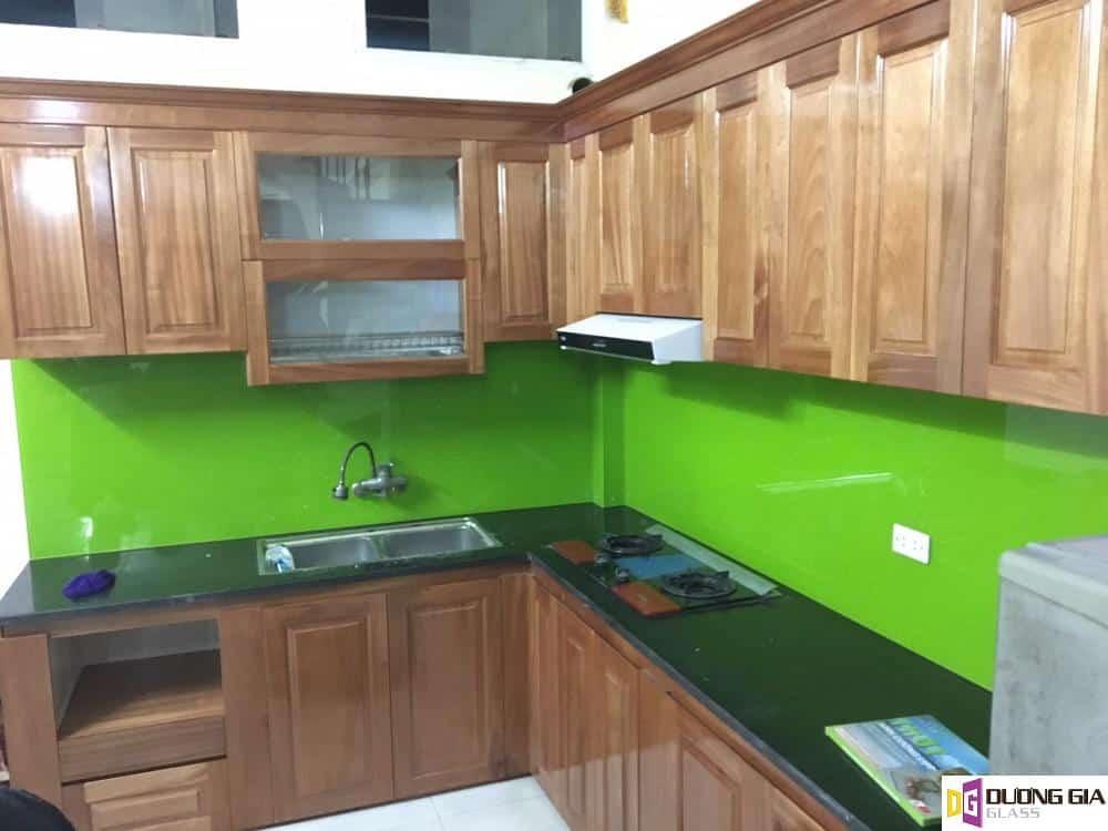 Kính ốp bếp màu xanh non mẫu 7