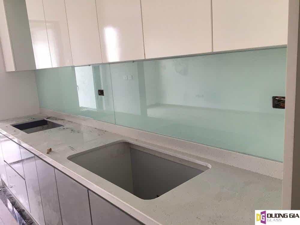 Lắp đặt kính ốp bếp tại Quận Long Biên Hà Nội