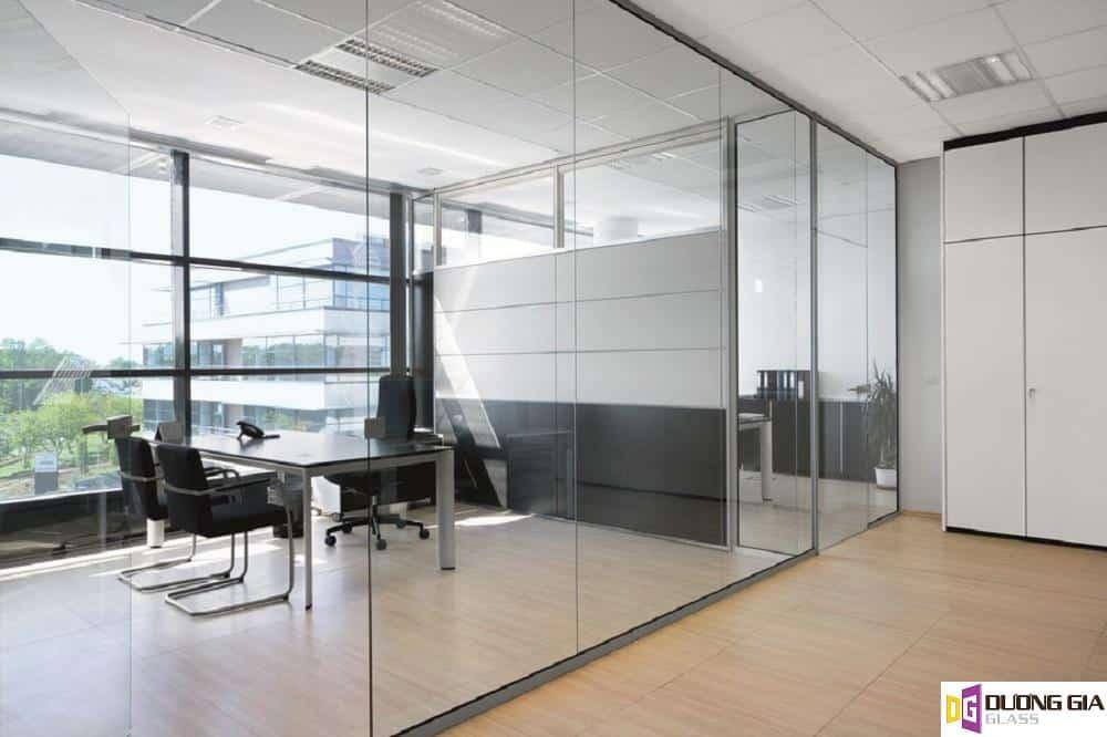 Ưu điểm của vách kính văn phòng