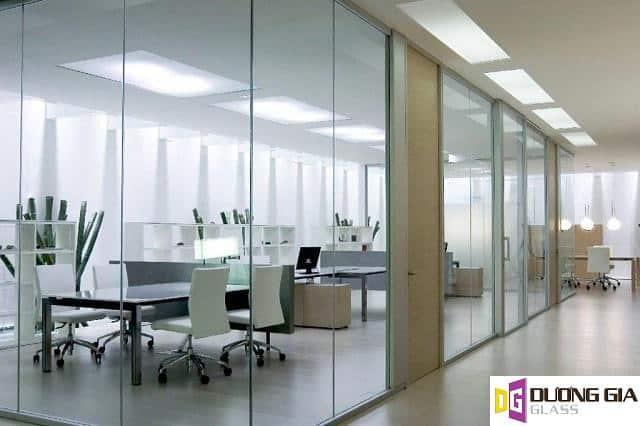 Vách kính văn phòng mẫu 4