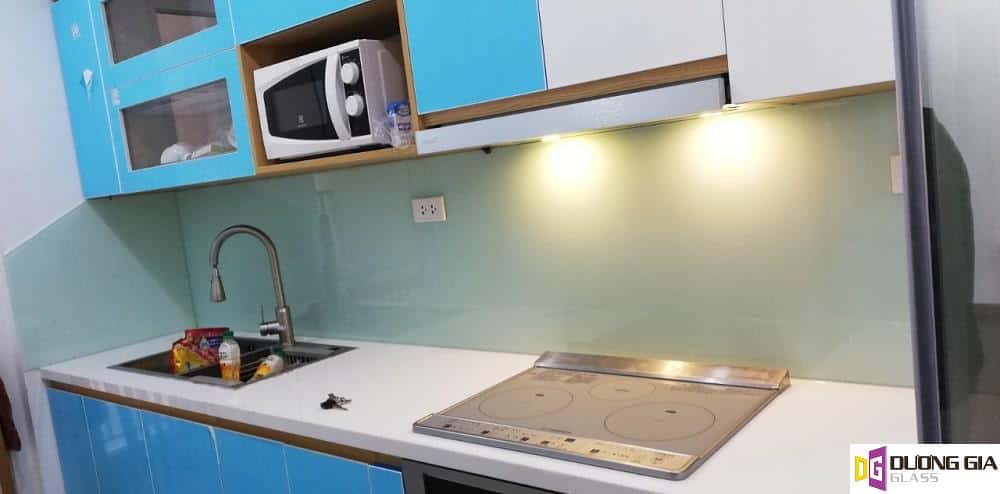 Kính ốp bếp màu xanh lơ mẫu 4