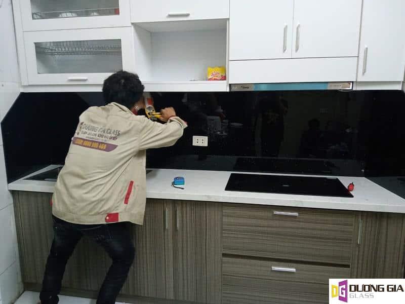 Thi công kính ốp bếp tại Hà Nội