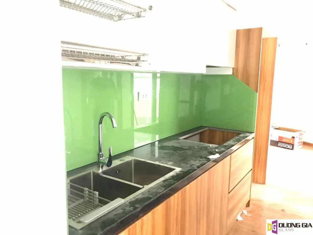 Ưu điểm kính ốp bếp