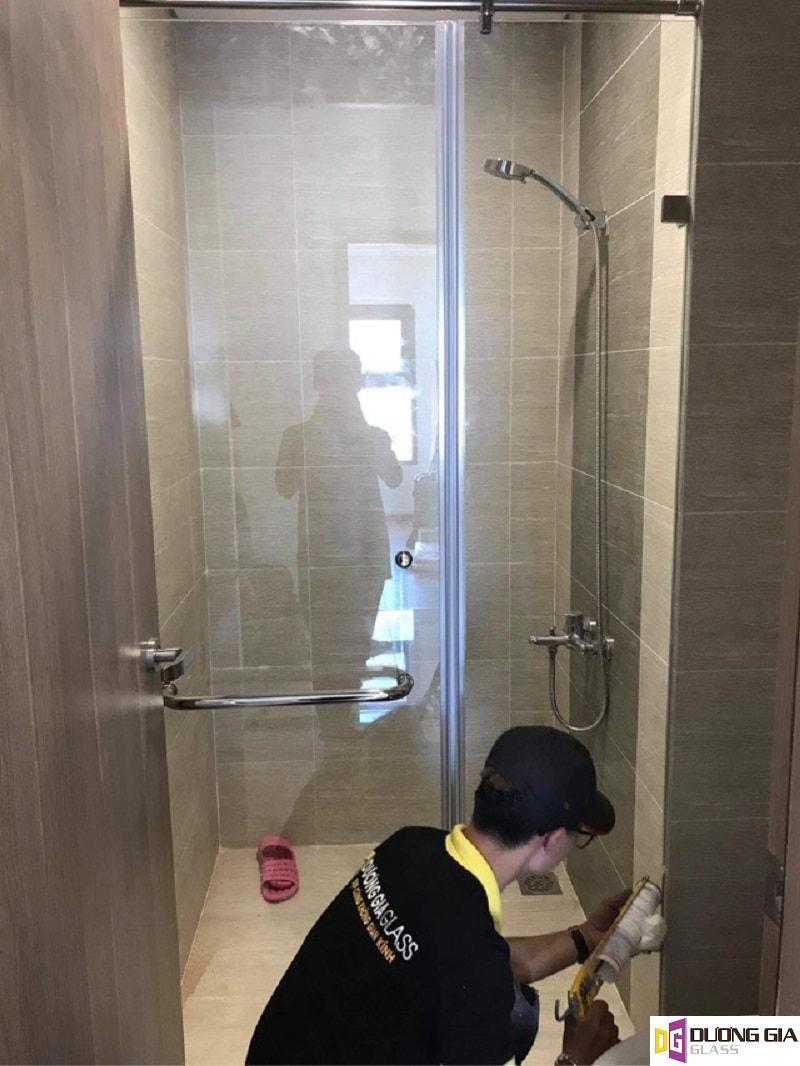 Hình ảnh lắp đặt phòng tắm kính