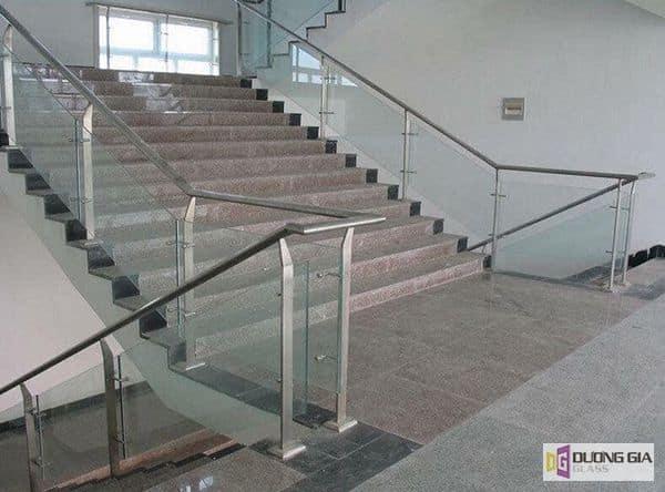 Cầu thang kính một sự lựa chọn thông minh cho ngôi nhà của bạn.